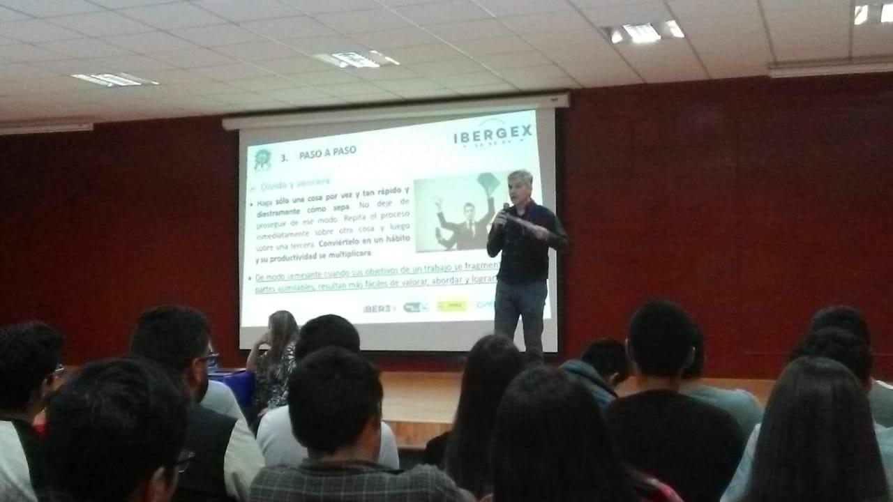 """IBERGEX imparte Seminario de """"Administración del Tiempo"""" a 250 alumnos del ITTEC"""